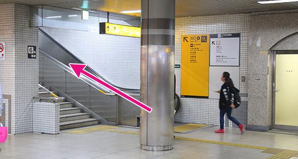 京阪三条駅6または7番出口を出る