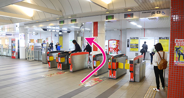 地下鉄京都市役所前駅改札を出ると左に地下街