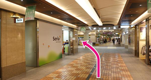 地下鉄京都市役所前駅地下街seria(100円ショップ)を左折