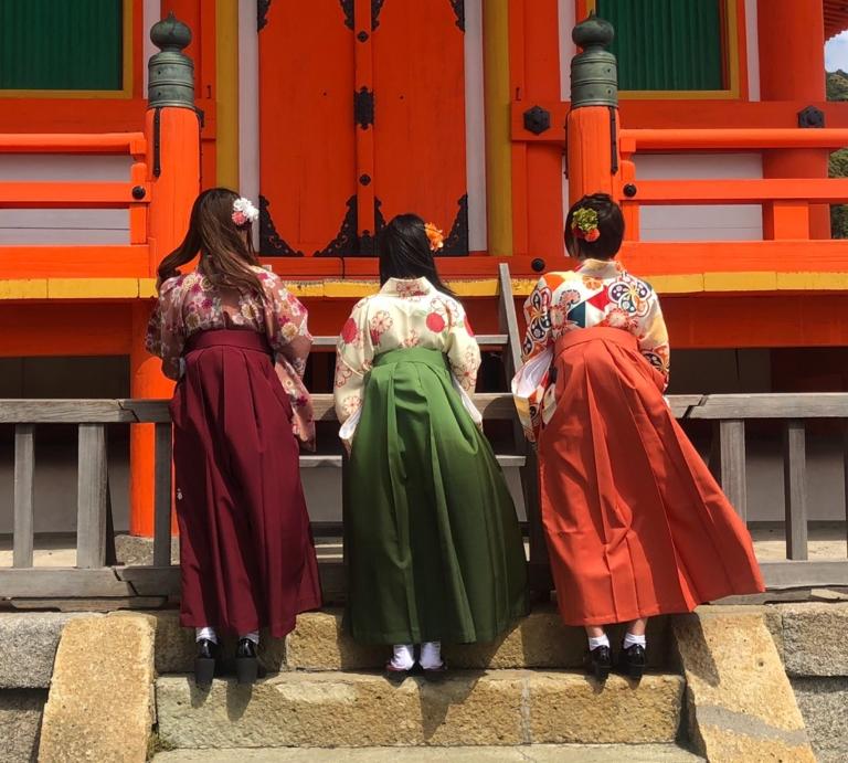 袴レンタルで京都観光