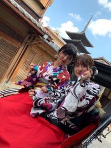 浴衣を着て人力車で京都散策