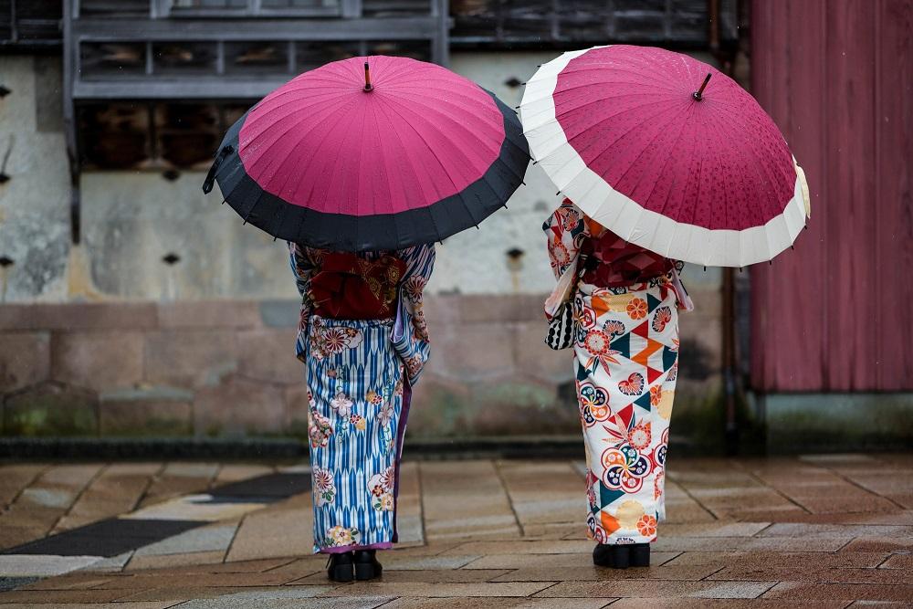 雨の日は歩き方に注意
